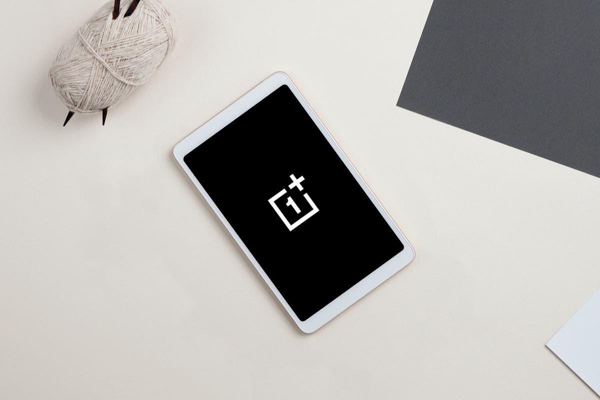 OnePlus готовит к выпуску свой первый планшет (tablet mockup with oneplus logo)