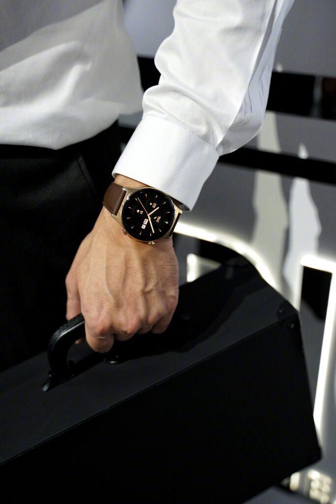 Умные часы Honor Watch GS3 впервые показали на живых фотографиях (3)