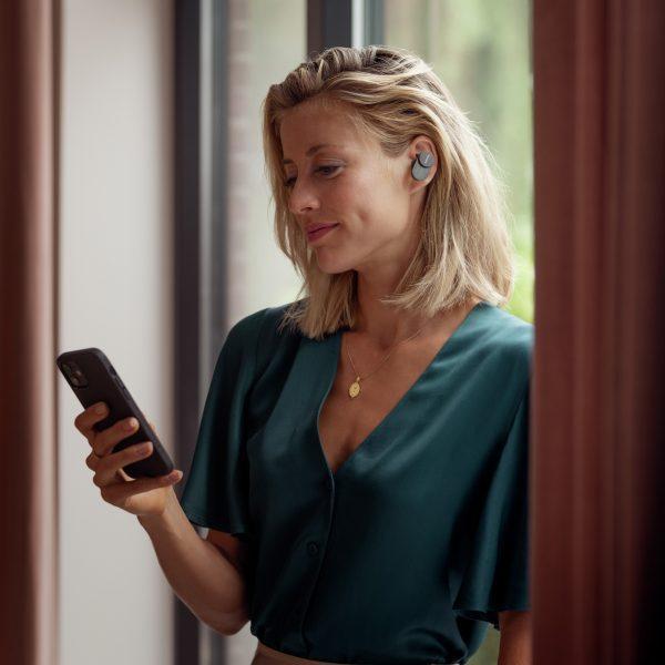 Philips выпускает премиальные TWS-наушники Fidelio T1 (t1 bk ls window rgb 01)