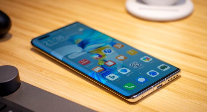 Huawei Mate 50 может появиться в октябре