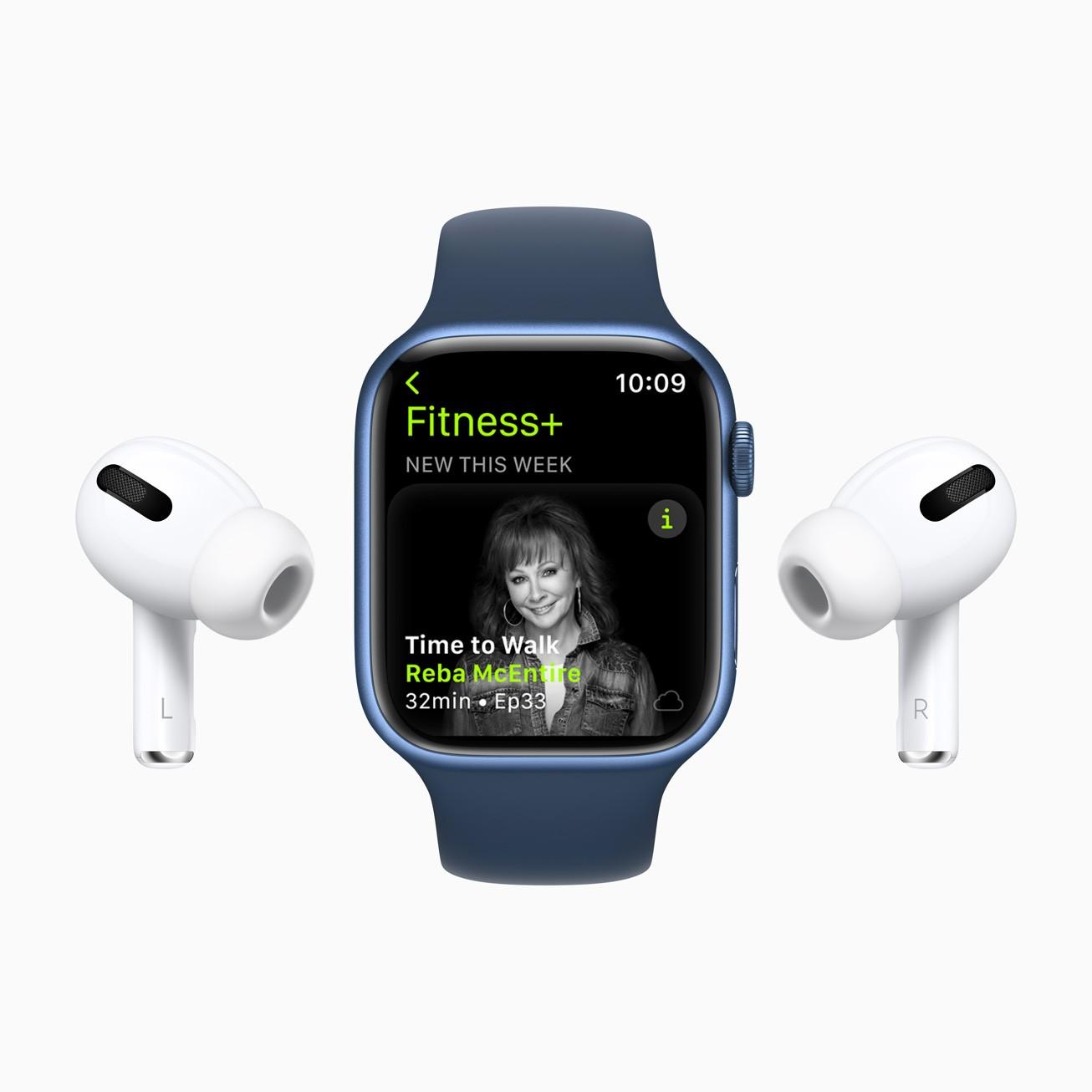 Сервис Apple Fitness+ заработает в России (Apple Fitness Plus Reba McEntire 09142021)