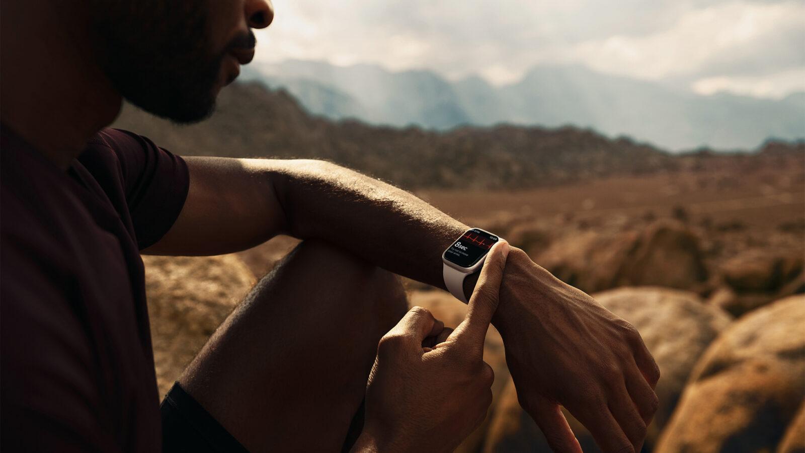 Apple выпустила Apple Watch series 7, самые прочные часы (Apple watch series7 lifestyle 03 09142021)