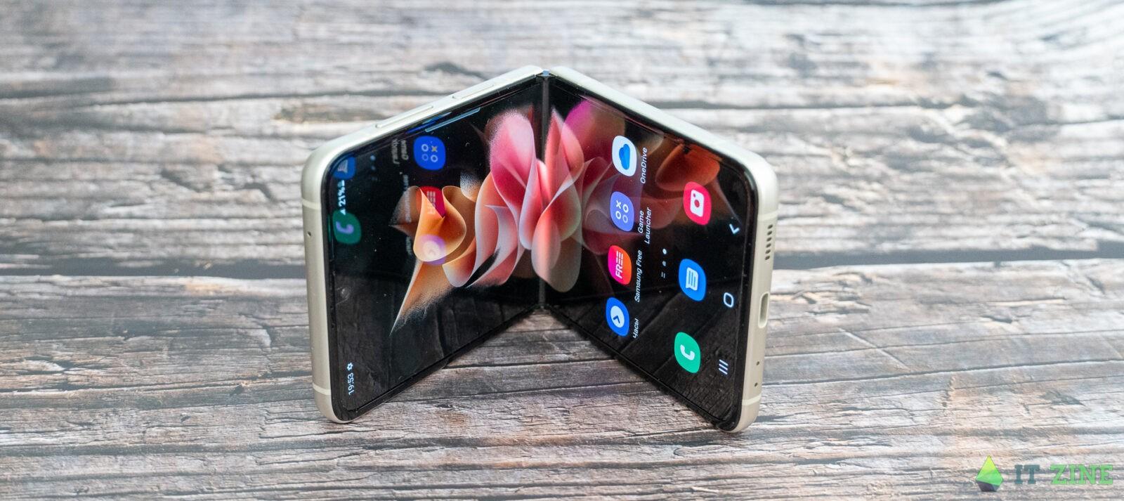 Обзор Samsung Galaxy Z Flip 3: складной смартфон для стильных (Samsung Galaxy Z Flip3 05)