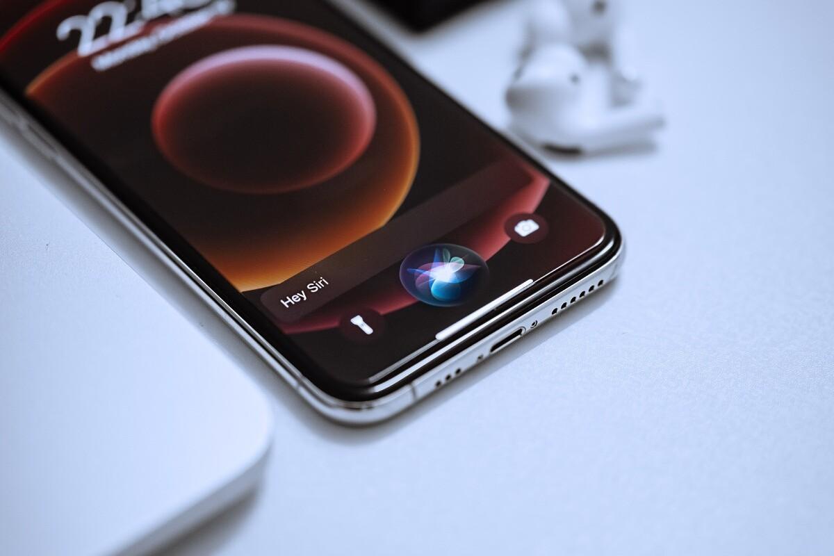Патентный тролль пытается остановить производство iPhone 13 в Китае (golosovaa pomoschnica siri smenila pol po umolchaniu u nee muzhskoj golos picture2 0 large)