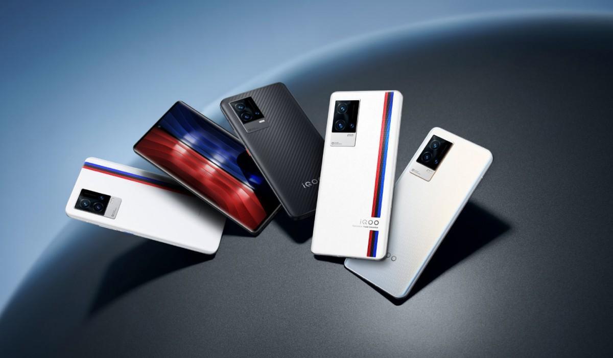 Топ-10 самых мощных флагманских смартфонов августа (iqoo 8 and 8 pro large)