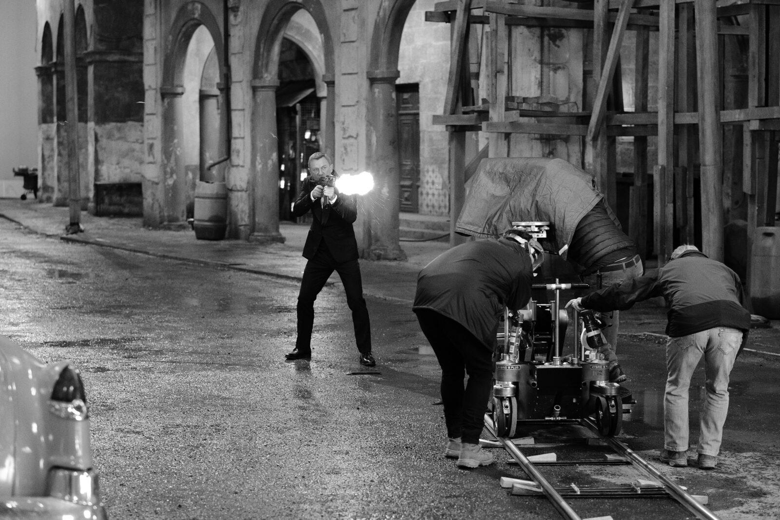 "Leica представила «камеру Бонда» — Leica Q2 ""007 Edition"" (leica nttd behindthescenes 02 cgreg williams)"