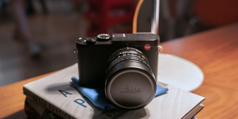 "Leica представила «камеру Бонда» — Leica Q2 ""007 Edition"" (leica nttd behindthescenes onset 02 cnicola dove)"
