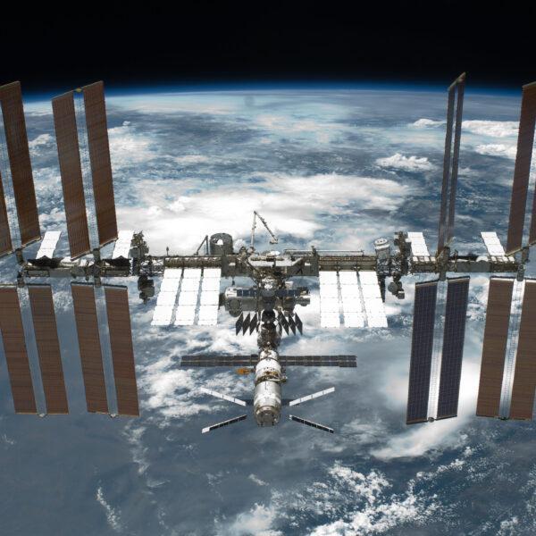МКС могут отключить к 2024 году - что это значит для космических исследований (sts 134 international space station after undocking 1)