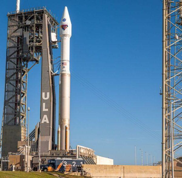 """Запуск миссии NASA """"Люси"""" назначен на субботу (1 Lucy Oct 15 2021 20211015 7514 800x585 1)"""