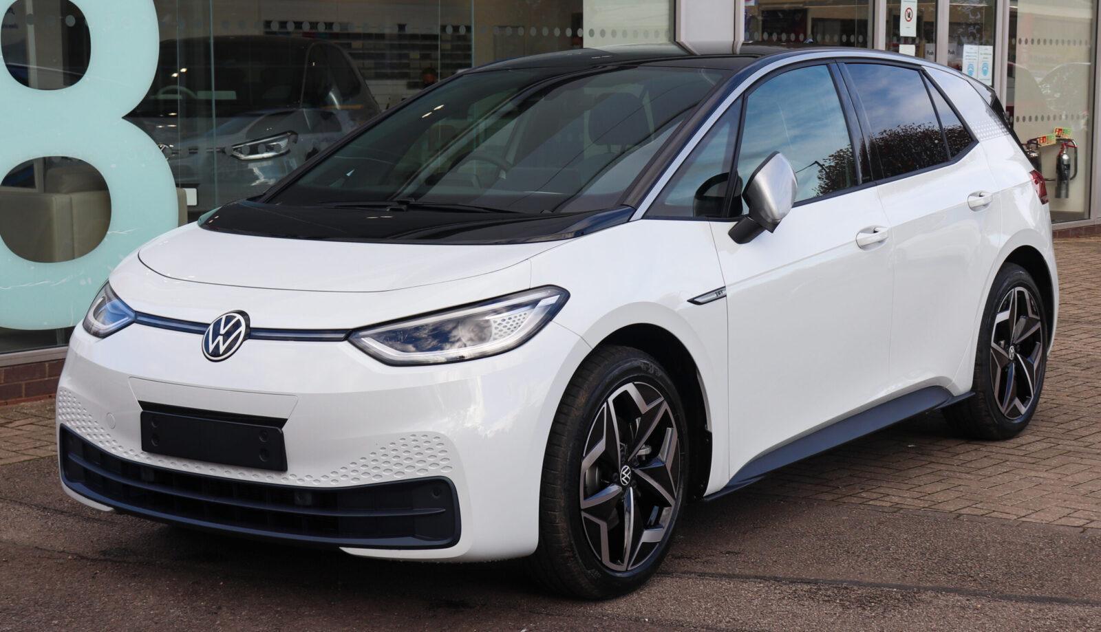 Бестселлер Volkswagen ID.3: за первый год марка привлекла около 70 000 новых клиентов (2020 Volkswagen ID.3 1st Front scaled)