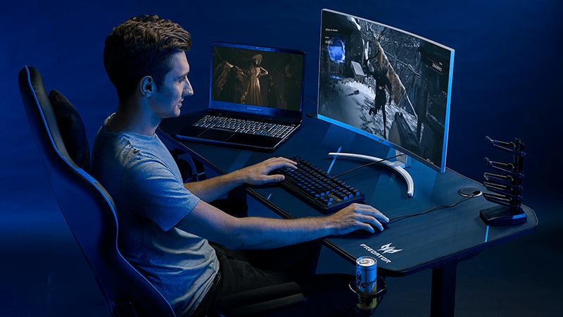 Acer дополняет линейку настольных игровых ПК новой мощной моделью Predator Orion 7000 (PREDATOR GAMING DESK PGD110 Lifestyle 02)