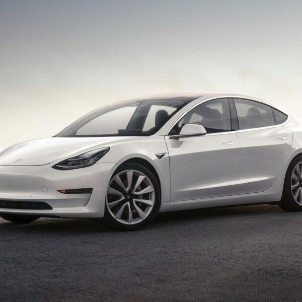 Tesla начали продавать в России (cattouchretcr)