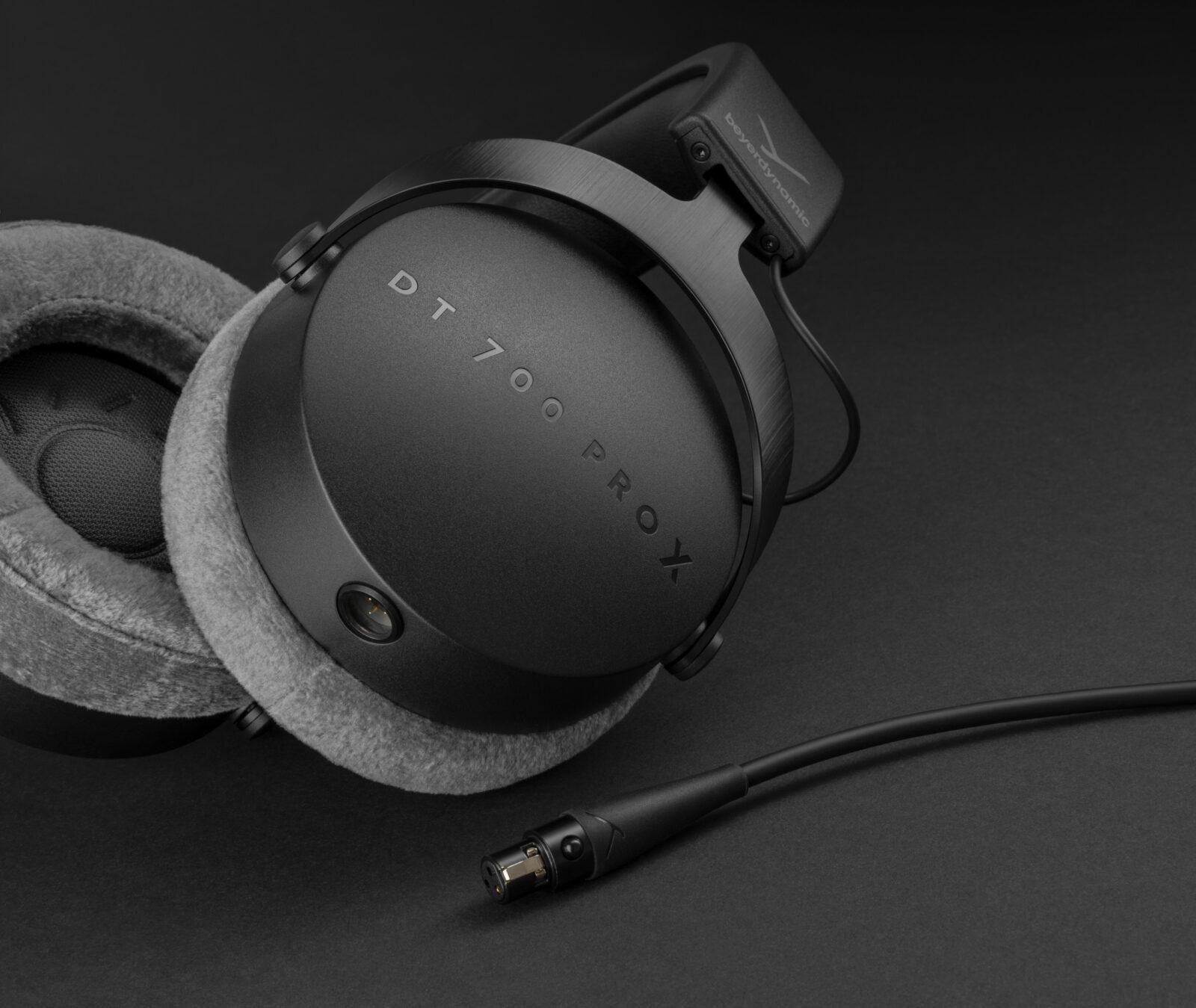 Beyerdynamic представила новые наушники и микрофоны PRO X для креаторов (csm PIC DT700PRO X 21 03 detail black d344430c96)